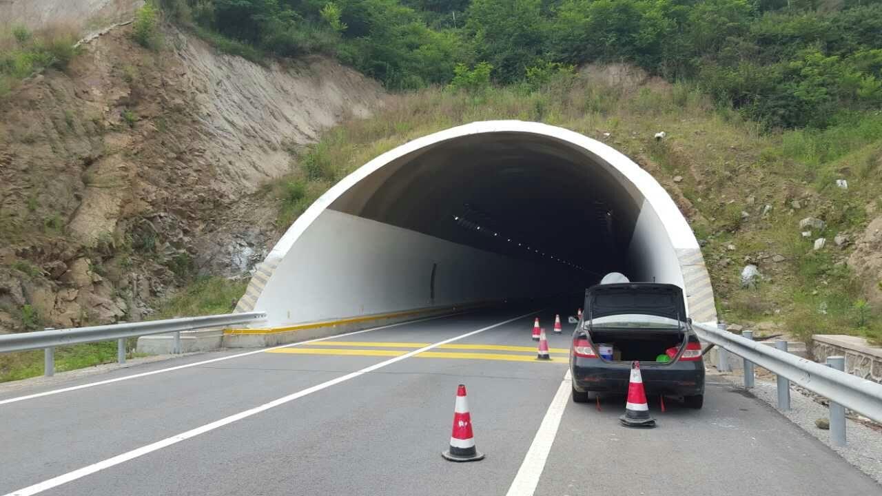 叶杖子隧道施工